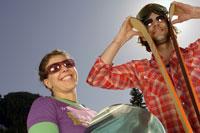 Skiing couple smiling 11029000160| 写真素材・ストックフォト・画像・イラスト素材|アマナイメージズ