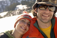 Couple smiling outdoors 11029000181| 写真素材・ストックフォト・画像・イラスト素材|アマナイメージズ