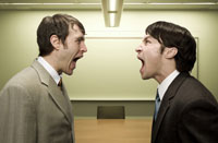 Businessmen shouting at each other 11029001089| 写真素材・ストックフォト・画像・イラスト素材|アマナイメージズ