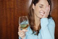 Shy woman drinking white wine 11029002398| 写真素材・ストックフォト・画像・イラスト素材|アマナイメージズ