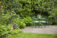 Backyard table 11029002651| 写真素材・ストックフォト・画像・イラスト素材|アマナイメージズ