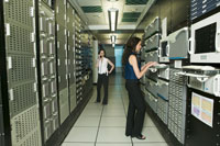 women working in computer room 11029004147  写真素材・ストックフォト・画像・イラスト素材 アマナイメージズ