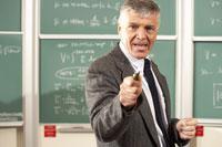 Teacher in front of blackboard 11029005322| 写真素材・ストックフォト・画像・イラスト素材|アマナイメージズ
