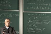 Teacher in front of blackboard 11029005326| 写真素材・ストックフォト・画像・イラスト素材|アマナイメージズ