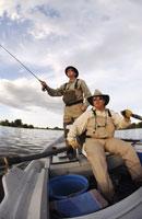 Fisherman casting from rowboat 11029005708| 写真素材・ストックフォト・画像・イラスト素材|アマナイメージズ