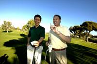 Men tallying golf score 11029010001| 写真素材・ストックフォト・画像・イラスト素材|アマナイメージズ