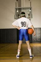 Basketball player wearing tight shorts 11029013228| 写真素材・ストックフォト・画像・イラスト素材|アマナイメージズ