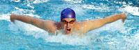 Close up of man swimming 11029015025| 写真素材・ストックフォト・画像・イラスト素材|アマナイメージズ