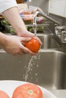 Man washing tomato