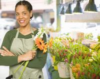 female florist holding flowers 11029015833| 写真素材・ストックフォト・画像・イラスト素材|アマナイメージズ