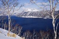 Lake Mashu 11030002704| 写真素材・ストックフォト・画像・イラスト素材|アマナイメージズ