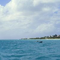 Boat off the Coast of Anguilla 11030003695| 写真素材・ストックフォト・画像・イラスト素材|アマナイメージズ