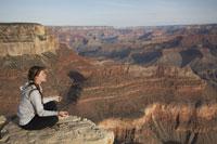 Woman Meditating 11030004898| 写真素材・ストックフォト・画像・イラスト素材|アマナイメージズ
