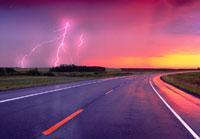Lightning and Road 11030005900| 写真素材・ストックフォト・画像・イラスト素材|アマナイメージズ