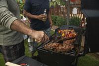 Men at Barbecue 11030016265| 写真素材・ストックフォト・画像・イラスト素材|アマナイメージズ