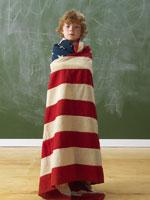 Boy Wrapped in the American Flag 11030018654| 写真素材・ストックフォト・画像・イラスト素材|アマナイメージズ