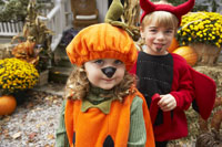 kids Dressed up as Pumpkin and Devil 11030020008| 写真素材・ストックフォト・画像・イラスト素材|アマナイメージズ