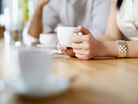 Woman in a Restaurant Drinking a Cup of Coffee 11030027989| 写真素材・ストックフォト・画像・イラスト素材|アマナイメージズ
