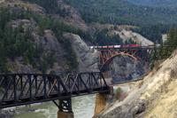 Freight Train Crossing Cisco Bridge over Fraser River, Briti 11030033214| 写真素材・ストックフォト・画像・イラスト素材|アマナイメージズ