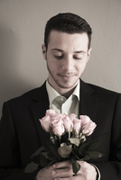 Portrait of Young Man holding and Looking Down at Bouquet of 11030036658| 写真素材・ストックフォト・画像・イラスト素材|アマナイメージズ