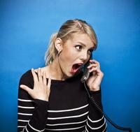 Young Woman Shocked while Talking on Phone, Studio Shot 11030038300| 写真素材・ストックフォト・画像・イラスト素材|アマナイメージズ