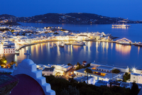 View over Mykonos Town Illuminated in Evening, Chora, Mykonos Town, Mykonos, Cyclades Islands, Greek Islands, Greece 11030040808| 写真素材・ストックフォト・画像・イラスト素材|アマナイメージズ