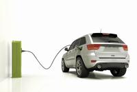 Electric/Hybrid Car Plugged into Charger 11030041940| 写真素材・ストックフォト・画像・イラスト素材|アマナイメージズ