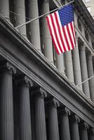 American Flag on Wall Street, Lower Manhattan, New York City, New York, USA 11030042041| 写真素材・ストックフォト・画像・イラスト素材|アマナイメージズ