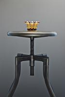 Crown on a Stool 11030042825| 写真素材・ストックフォト・画像・イラスト素材|アマナイメージズ