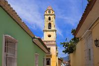 Museo de la Lucha Contra Bandidos and Street Scene, Trinidad, Cuba ,Cuba, West Indies, Caribbean 11030043054| 写真素材・ストックフォト・画像・イラスト素材|アマナイメージズ