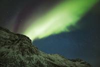 Polar light (Aurora Borealis) over Grotfjord at night, Kvaloya, Troms, Norway 11030043617| 写真素材・ストックフォト・画像・イラスト素材|アマナイメージズ