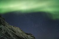 Polar light (Aurora Borealis) over Grotfjord at night, Kvaloya, Troms, Norway 11030043618| 写真素材・ストックフォト・画像・イラスト素材|アマナイメージズ