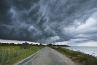 Thunder Storm over Country Road, Etang de Vaccares, Camargue, Bouches-du-Rhone, Provence-Alpes-Cote d'Azur, France 11030047763| 写真素材・ストックフォト・画像・イラスト素材|アマナイメージズ