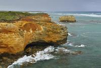 Eroded Rock Formation on Coastline, Peterborough, Great Ocean Road, Victoria, Australia 11030048964| 写真素材・ストックフォト・画像・イラスト素材|アマナイメージズ