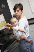 Mother and Baby at Home, Toronto, Ontario, Canada 11030050562  写真素材・ストックフォト・画像・イラスト素材 アマナイメージズ