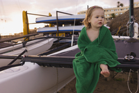 Portrait of Young Girl Wrapped in Towel Sitting on Mast of Sailboat 11030051097| 写真素材・ストックフォト・画像・イラスト素材|アマナイメージズ