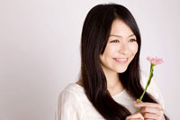 花と女性 11031045031| 写真素材・ストックフォト・画像・イラスト素材|アマナイメージズ