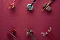 箸と箸置き 11031046928| 写真素材・ストックフォト・画像・イラスト素材|アマナイメージズ