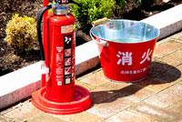 消火栓と消火バケツ