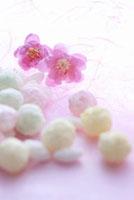 桃の花と雛あられ