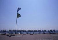 並んだビーチチェアー 11031056897| 写真素材・ストックフォト・画像・イラスト素材|アマナイメージズ