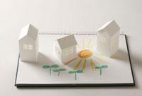 ペーパークラフトの家と双葉と太陽の絵