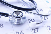 聴診器とカレンダー