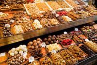 チョコレート店に並ぶスイーツ