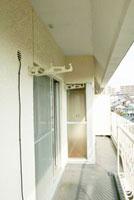 リフォーム前のマンションのベランダ 11031066859| 写真素材・ストックフォト・画像・イラスト素材|アマナイメージズ