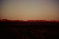赤く夕日に照らされるグランドキャニオンの尾根