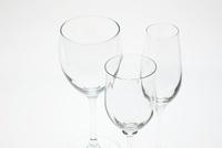 ワイングラスとシャンパングラス