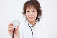 聴診器を持つ看護師 11031071101| 写真素材・ストックフォト・画像・イラスト素材|アマナイメージズ