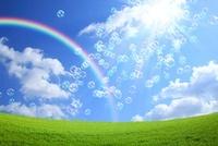 草原と青空と虹とシャボン玉