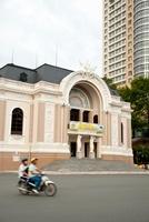 市民劇場とバイク